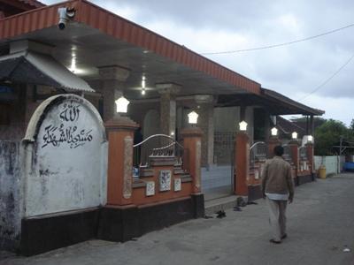 Shalat di Masjid Dekat Ataukah di Masjid Jauh yang Nyunnah?